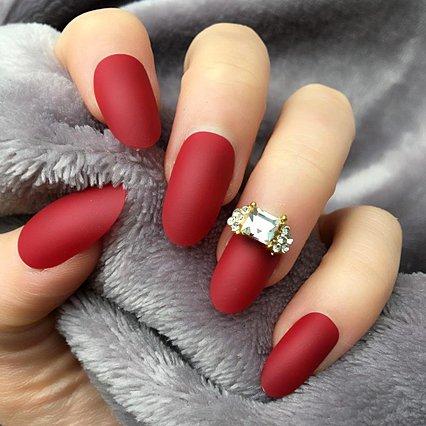 Για τις τολμηρές: Οι καλύτερες ιδέες για cherry red manicure