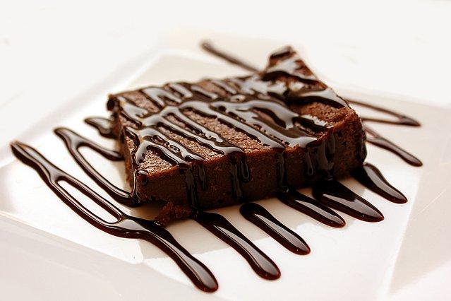 3 υλικά, 5 λεπτά! Το πιο εύκολο σοκολατογλυκό ψυγείου