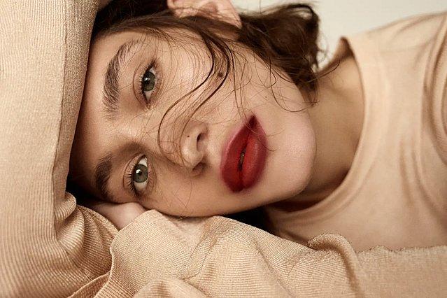 Πέτα το lip gloss σου! Η νέα τάση στα χείλη είναι εντελώς διαφορετική