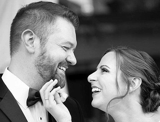 Μία υπέροχη ιστορία αγάπης: Νίκησαν τον παιδικό καρκίνο και παντρεύτηκαν 25χρόνια μετά! [Photos]