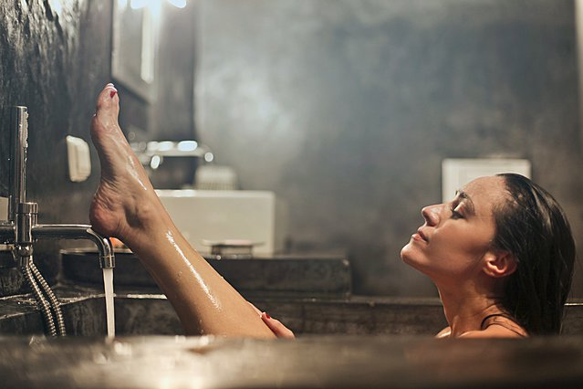 Το δέρμα σου «τραβάει» μετά το μπάνιο; Έτσι θα «σωθείς»