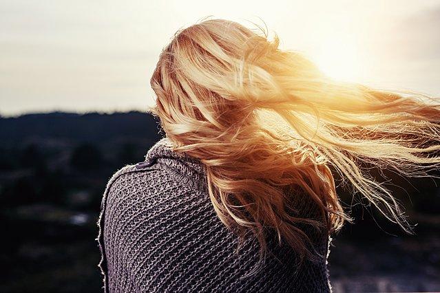 Τα 2 μυστικά που θα κρατήσουν την ψαλίδα μακριά από τα μαλλιά σου