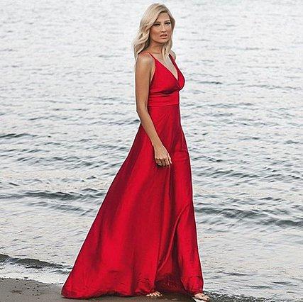 c9846f28b0e Κόκκινο φόρεμα: 12 διάσημες εμφανίσεις για να εμπνευστείς [photos ...