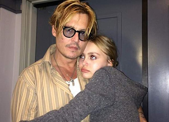Lilly Rose: Δε φαντάζεσαι με ποιον ηθοποιό είναι ζευγάρι η κόρη του Johnny Depp