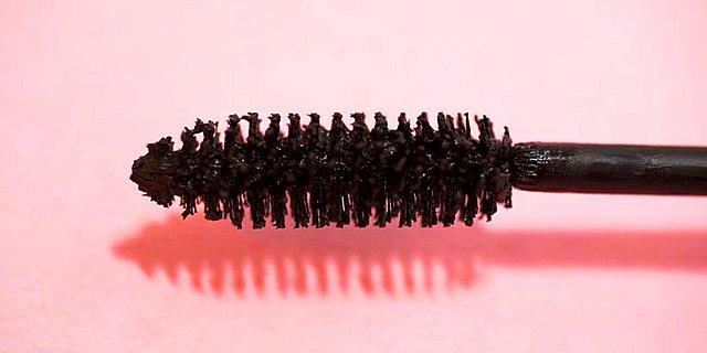 To απόλυτο tip: Πυκνές βλεφαρίδες σε κάθε εφαρμογή mascara με την προσθήκη ενός υλικού