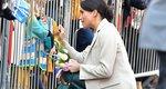 Meghan Markle: Η δούκισσα επισκέφτηκε το δουκάτο της με δερμάτινη φούστα σε χρώμα-έκπληξη