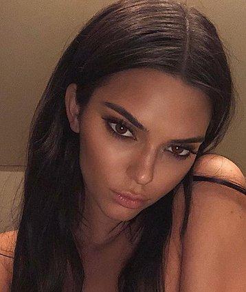Kendall Jenner: Kάνει μπάνιο με το πιο μικροσκοπικό μπικίνι