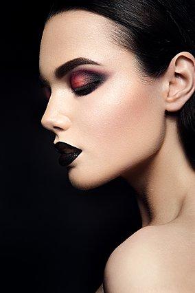 7 έξυπνα κόλπα για να μην σε μεγαλώνει το μακιγιάζ σου