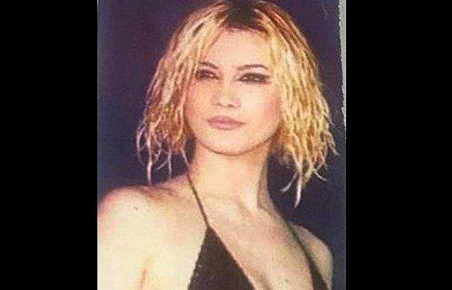 Δε φαντάζεστε ποια είναι η πασίγνωστη τραγουδίστρια της φωτογραφίας!