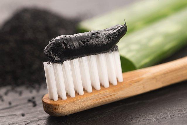 Είναι ασφαλής η οδοντόκρεμα με άνθρακα;