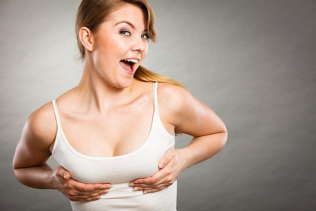 Οδοντόκρεμα για ανόρθωση στήθους; Τι λένε οι γιατροί για τη νέα  τρέλα  του διαδικτύου;