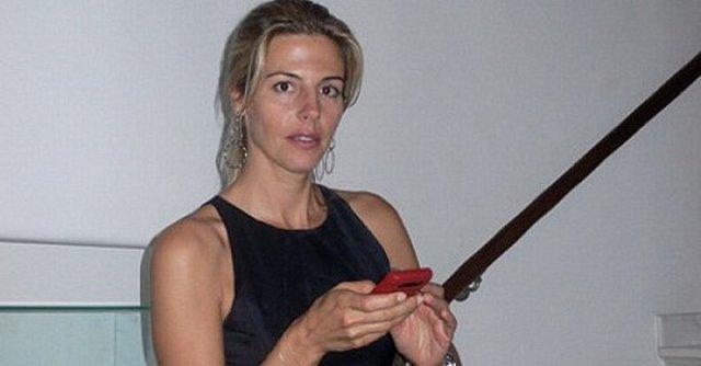 Κοτοβός: Εξηγεί γιατί αναβλήθηκε ο γάμος της