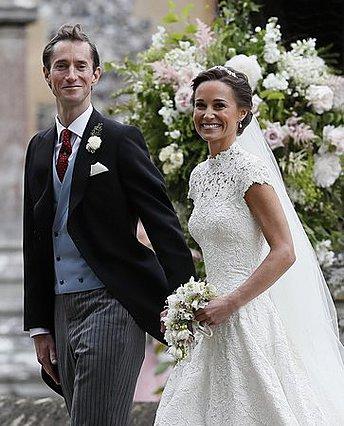 Η Pippa Middleton έκανε την πρώτη βόλτα με το νεογέννητο -Και ναι, η κοιλίτσα της φαίνεται ακόμη [photos]