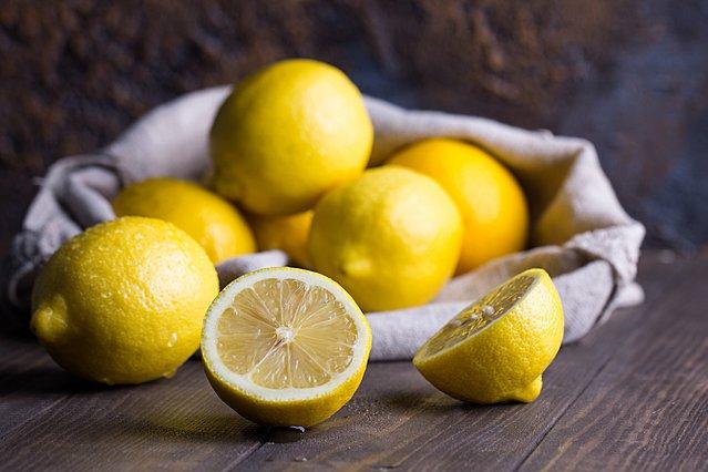 8 έξυπνοι τρόποι να χρησιμοποιήσεις το λεμόνι σε όλο το σπίτι