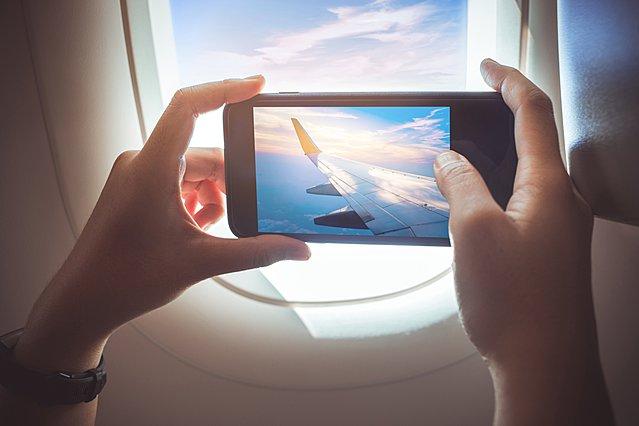 Ταξιδεύεις με αεροπλάνο; Ιδού τα quotes που θα κάνουν τις αναρτήσεις σου στα social media να ξεχωρίσουν