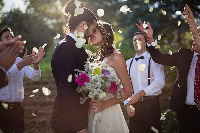 Έρευνα δείχνει ότι γυναίκες και άνδρες που παντρεύονται  παρθένοι  έχουν πιο ευτυχισμένους γάμους!