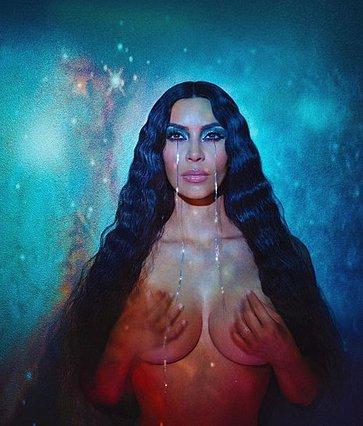 Kim Kardashian: Το photoshop  εξαφάνισε  τα οπίσθιά της και το ίντερνετ τρελάθηκε!