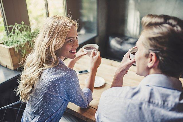 σημάδια ότι ένας άντρας ενδιαφέρεται να βγει ραντεβού μαζί σου. μπάρες σεξ στο Λος Άντζελες