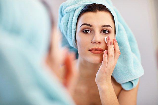 Τελικά, χρειάζεσαι πραγματικά κρέμα ματιών;