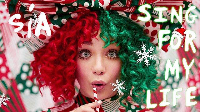 Η Sia φέρνει τα Χριστούγεννα μια ανάσα πιο κοντά [video]