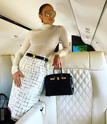 Η Jennifer Lopez στην πιο executive εμφάνιση που έχεις δει ποτέ [photos]