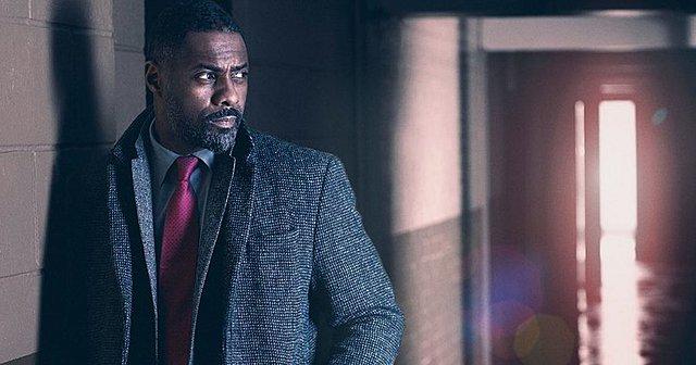 Και ο τίτλος για τον «Πιο Σέξι Άνδρα του Κόσμου» πηγαίνει στον Idris Elba!
