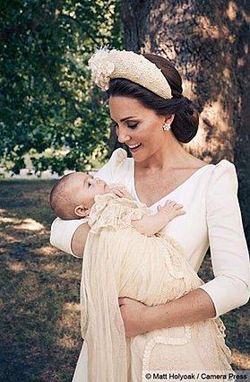 Πρίγκιπας Louis: Η νέα φωτογραφία από τη βάφτιση έχει τρελάνει κόσμο