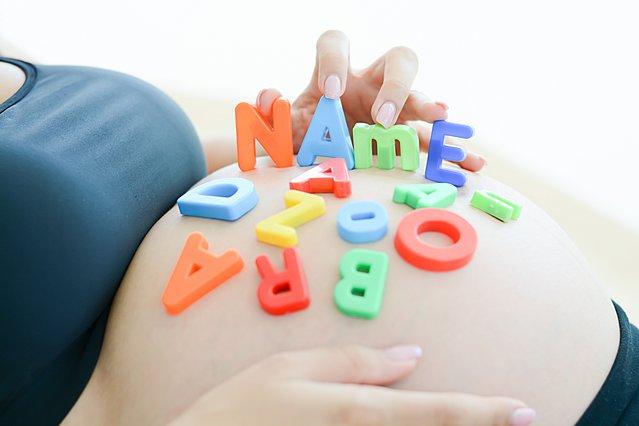 Είσαι έγκυος και έχεις βρει όνομα για το παιδί σου; Δες γιατί είναι καλύτερο να το κρατήσεις κρυφό μέχρι να γεννηθεί