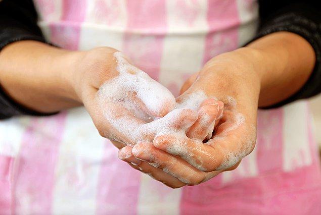 Πλένεις πιάτα στο χέρι; 4 απλές συμβουλές για να γλιτώσεις χρόνο και χρήμα