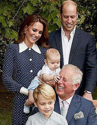 Ο πρίγκιπας Louis τσιμπάει τον παππού Κάρολο και όλοι  λιώνουν