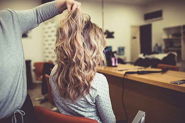 Όλα όσα πρέπει να γνωρίζεις πριν βάψεις τα μαλλιά σου