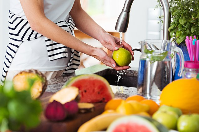 Τα 5 τρόφιμα που συνήθως δεν πλένουμε σωστά