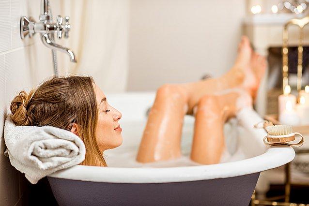 Το απροσδόκητα οφέλη ενός ζεστού μπάνιου στην υγεία