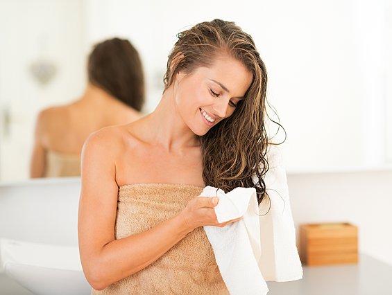 Ιδού γιατί δεν πρέπει ποτέ να στεγνώνεις τα μαλλιά σου με πετσέτα