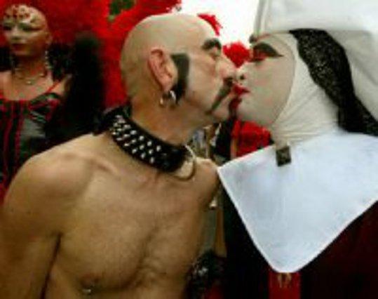 Το πιο ακριβό gay φιλί!