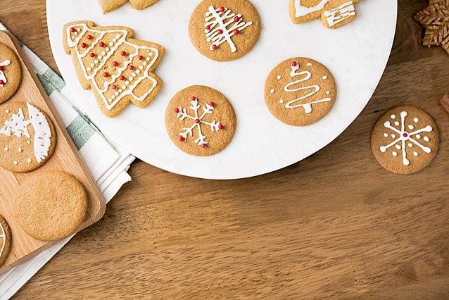 Χριστουγεννιάτικα μπισκότα: Η πιο εύκολη και νόστιμη συνταγή για τις γιορτές -και όχι μόνο