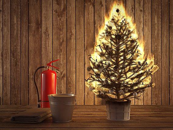 Χριστούγεννα, φωτάκια & κεριά: Οι οδηγίες της πυροσβεστικής για γιορτές χωρίς απρόοπτα