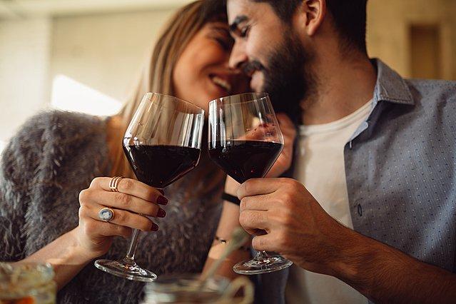 Ένα ποτήρι κόκκινο κρασί την ημέρα κάνει τον γιατρό πέρα - Βάσει έρευνας!