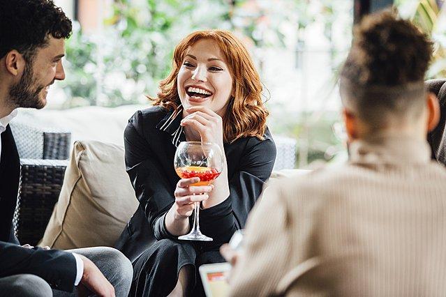 Πώς να κάνεις τους άλλους να σε συμπαθήσουν και να εντυπωσιάσεις κάποιον που θαυμάζεις