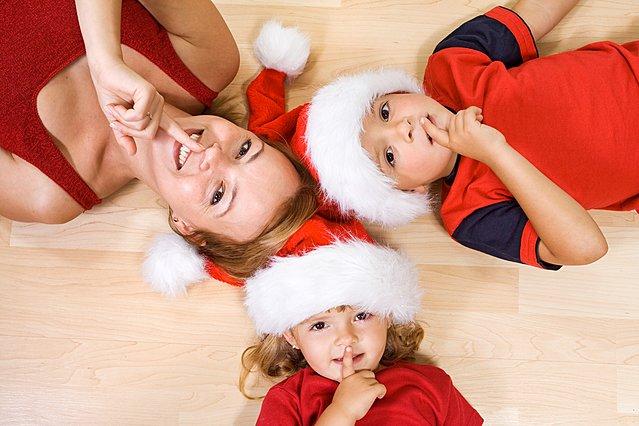 Τα πιο απίθανα μέρη που επιλέγουν οι γονείς για να κρύψουν τα δώρα μέχρι τα Χριστούγεννα