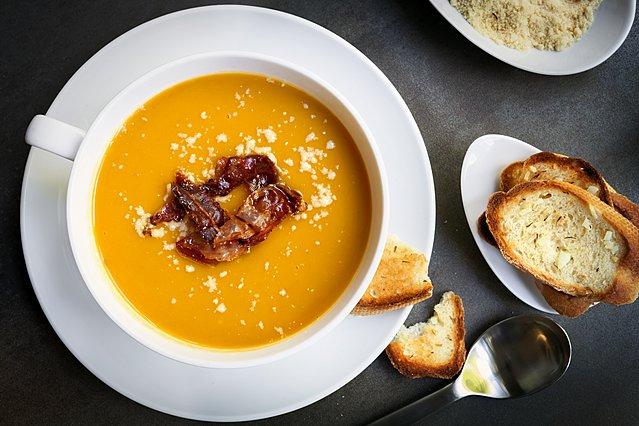 Σούπα ψητής κολοκύθας: Το τέλειο πρώτο πιάτο για το γιορτινό τραπέζι