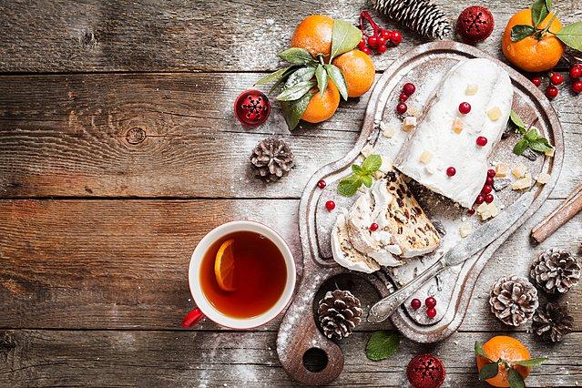 Stollen, τo γλυκό γεμιστό κέικ που συμβολίζει το Θείο Βρέφος