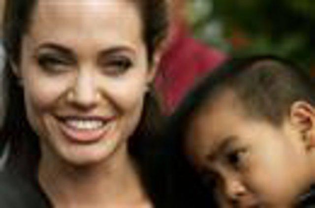 Είναι έγκυος η Αντζελίνα Τζολί;