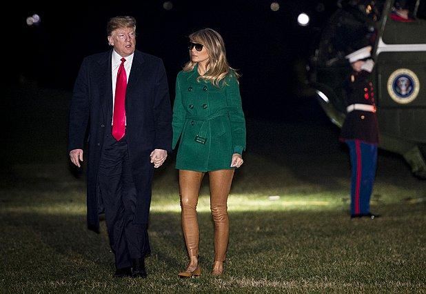 Τρία σύνολα –μαζί με ένα κολάν έκπληξη- πρόλαβε να φορέσει η Melania Trump σε 3ωρο ταξίδι στο Ιράκ [photos]