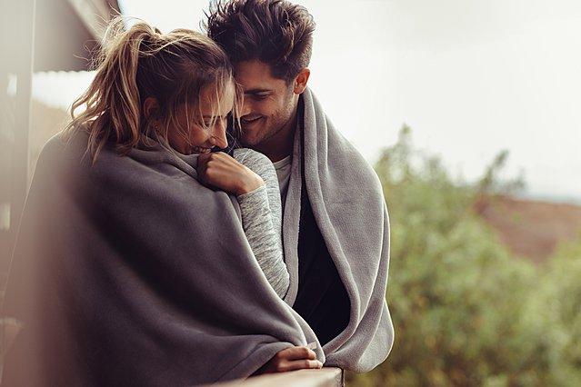 3 πράγματα που τα ευτυχισμένα ζευγάρια κάνουν καθημερινά, σύμφωνα με την επιστήμη