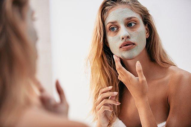 Εσύ ξέρεις τα διαφορετικά είδη άργιλου και τι κάνουν στο δέρμα σου;
