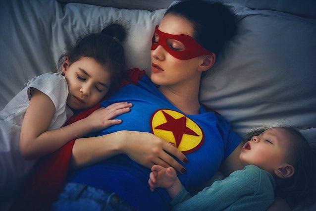 Μεγαλώνεις παιδί; 3 λόγοι για τους οποίους αυτό είναι πιο εξαντλητικό από το να... αθλείσαι