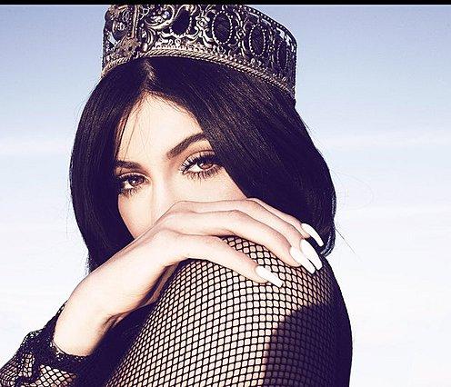 Η Kylie Jenner και το αυγό που την έριξε από τον... θρόνο της! [photos & video]