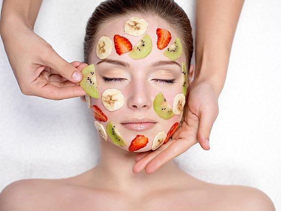 5 τρόφιμα που μπορείς να χρησιμοποιήσεις για να περιποιηθείς το δέρμα σου