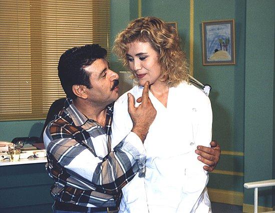 Η Κωνσταντίνα Μιχαήλ αποχαιρετά τον τηλεοπτικό της πατέρα Τρύφωνα Καρατζά: «Δε στο είπα ποτέ. Συγγνώμη μπαμπά...»